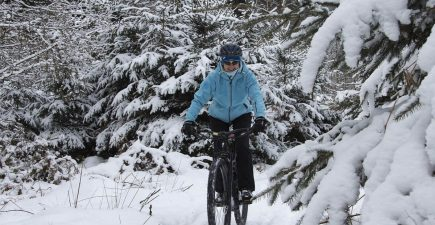 How to not freeze on your mountain bike this winter | ActionHub