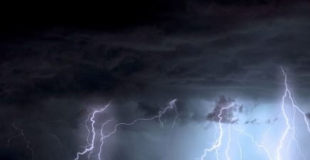 Outdoors when lightning strikes? Here's how to stay safe | ActionHub