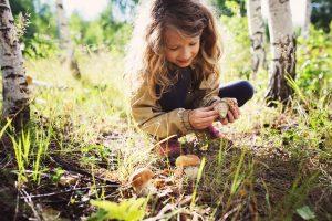 girl-mushrooms