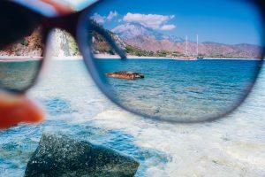 polarized-sunglasses-Peakstock