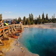 yellowstone-hiker-boardwalk-geyser